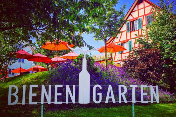 Restaurant Bienengarten - unser Garten mit Logo